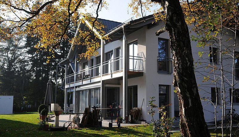 Gartenansicht fertig: Mehrfamilienhaus Gröbenzell