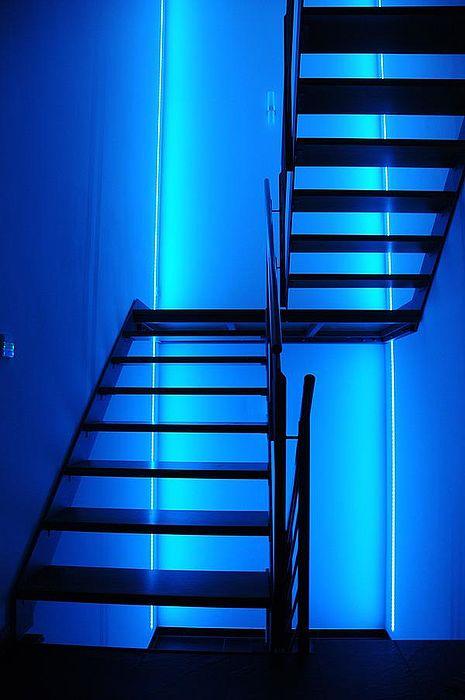 Treppe Blau: Mehrfamilienhaus Gröbenzell